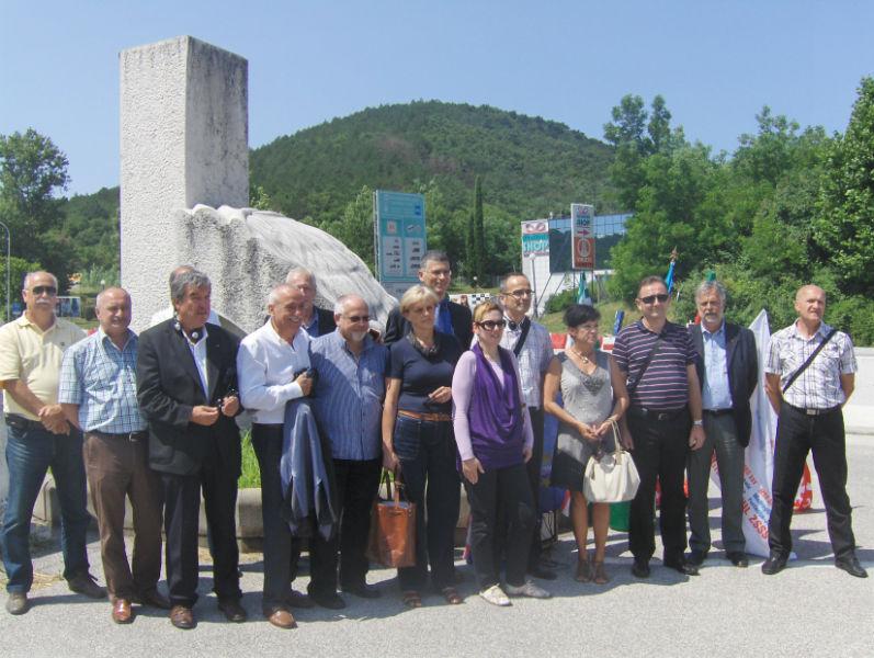 I sindacati italiani, croati e sloveni celebrano insieme con un doppio appuntamento sui confini sloveno-croato e italo-sloveno l'ingresso della Croazia nell'Unione europea